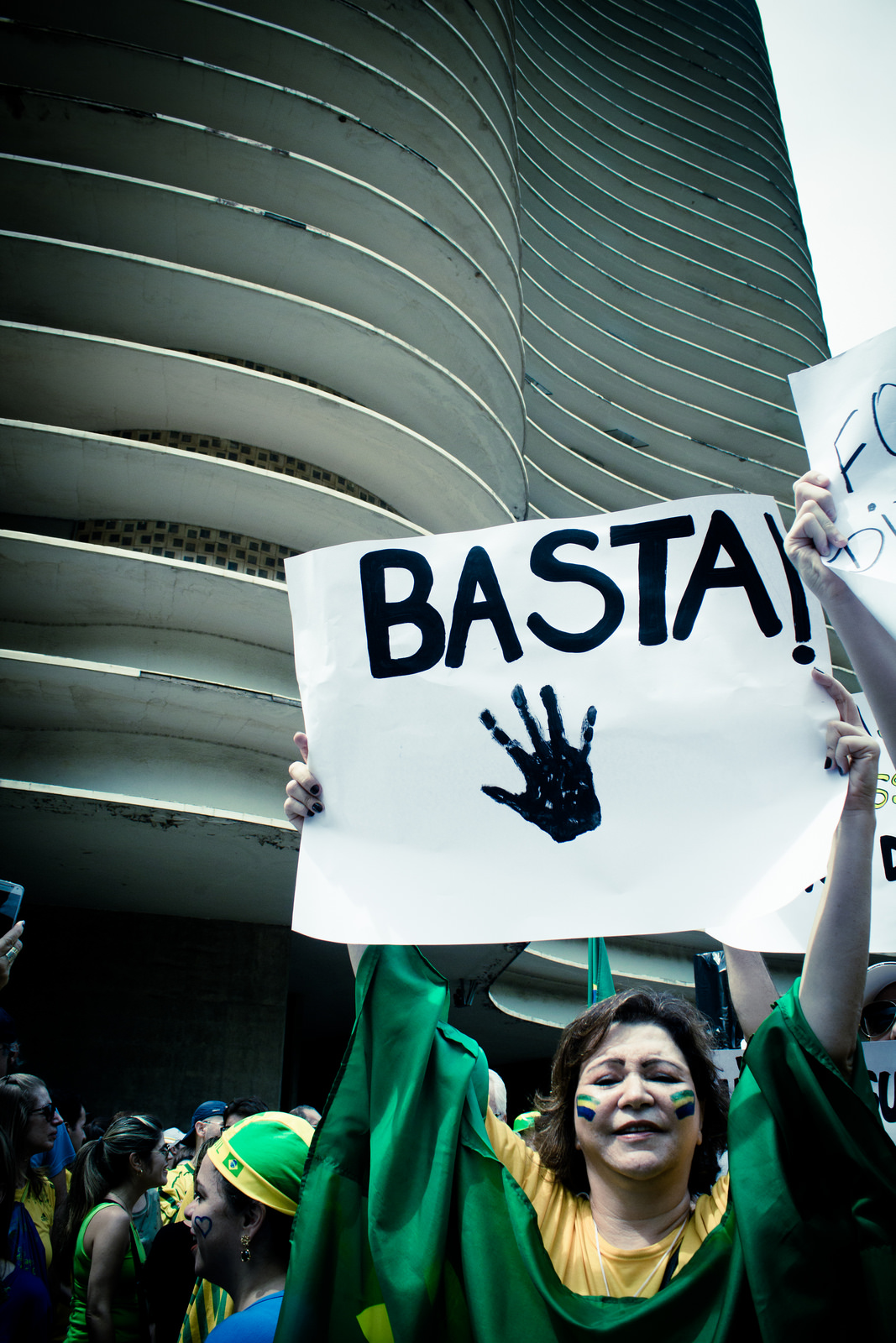 Basta Dilma